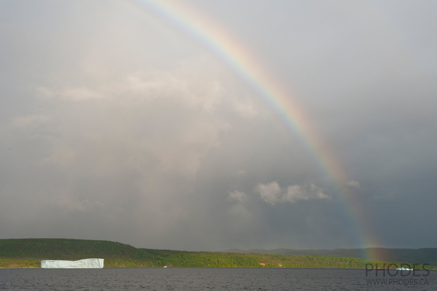Icebergs and rainbow in King's Point - Newfoundland