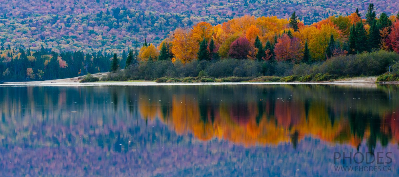 Lake in flamboyant colours, Park Mont-Tremblant